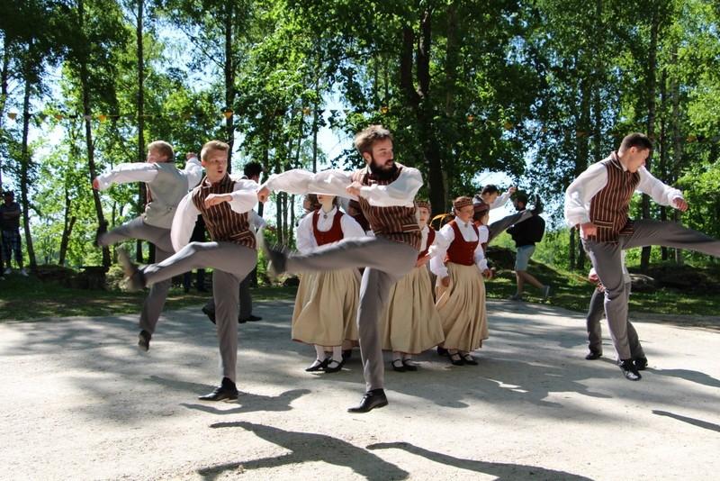 """Krustpilio jaunimo šokio grupė """"Delveri"""""""