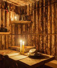Partizanų bunkeris ir paminklinis kryžius Plunksnočių miške